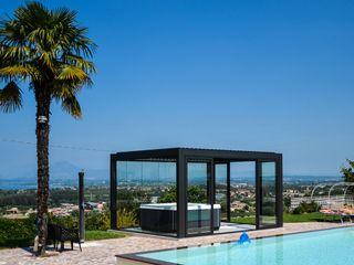 Come portare una spa con veranda in giardino . Aquazzura Piscine Giardino moderno