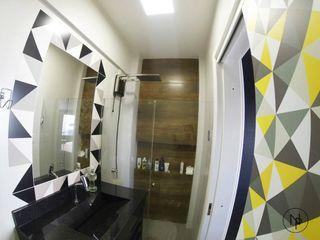 Natália Pelegrini - Arquitetura e Interiores Modern Bathroom MDF Wood effect