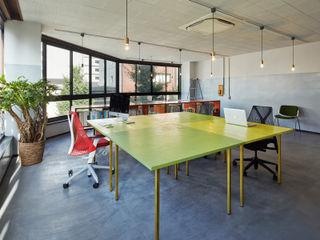 一級建築士事務所 こより Asian style media rooms Multicolored