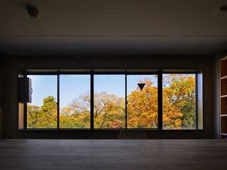 一級建築士事務所 こより Minimalist windows & doors Multicolored