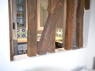 Rénovation et aménagement d'un appartement de 60 m² Agence VOLUMES & SURFACES Cuisine classique Bois Gris