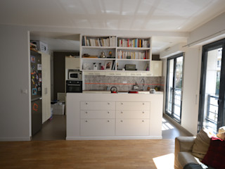 Aménagement d'une cuisine ouverte Agence VOLUMES & SURFACES Cuisine moderne Beige