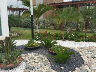 homify Tropical style garden