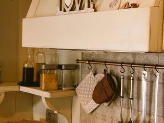 RI-NOVO Eclectic style kitchen Wood White