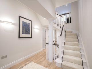 APT Renovation Ltd Modern corridor, hallway & stairs