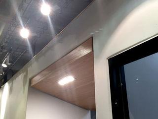 Black Canvas Architectural Interiors Hospitales de estilo moderno