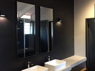Black Canvas Architectural Interiors Baños de estilo escandinavo