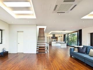 (주)건축사사무소 모도건축 Ruang Keluarga Modern Kayu White