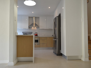 Première Interior Designs Dapur Modern Kayu Buatan White