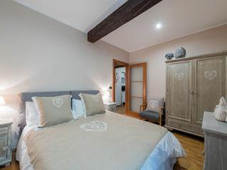Angelo De Leo Photographer BedroomWardrobes & closets Flax/Linen Beige