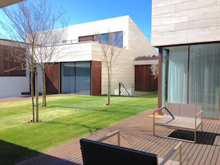 Moradia de Luxo - Decoração de Interior MOYO Concept Jardins modernos Azulejo Acabamento em madeira