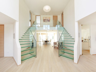 Siller Treppen/Stairs/Scale 現代風玄關、走廊與階梯 玻璃 Transparent