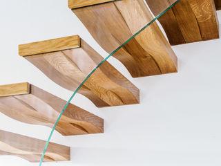 Siller Treppen/Stairs/Scale 現代風玄關、走廊與階梯 木頭 Brown