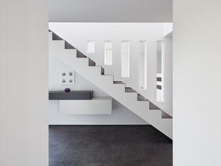 Fourmove Architekten Modern Corridor, Hallway and Staircase