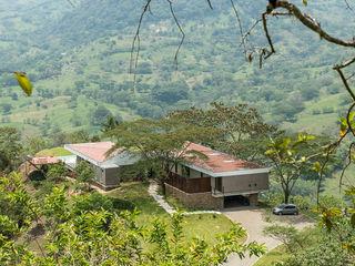 Casa La Siria toroposada arquitectos sas Tropical style houses