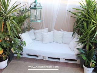 Neus Conesa Diseño de Interiores Balcone, Veranda & Terrazza in stile mediterraneo