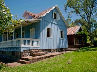 CABRAL Arquitetos Casas de estilo rústico Madera maciza
