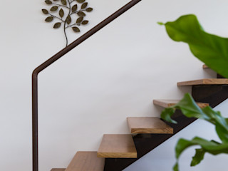 Bernardo A. Fotografia Tropical style corridor, hallway & stairs