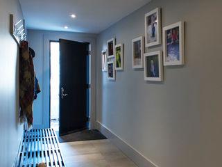 Solares Architecture 現代風玄關、走廊與階梯
