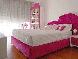 Quarto de criança com mobiliário desenhado e fabricado por medida MOYO Concept Quarto de criançasCamas e berços Madeira Rosa
