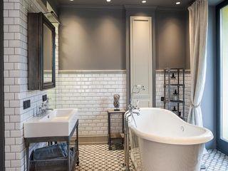 Hampstead Apartment, London Hampstead Design Hub Industrial style bathroom Grey