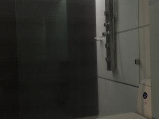 Ecka, Diseño & Construccion Baños de estilo moderno