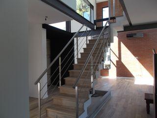 Grupo PZ Corredores, halls e escadas modernos