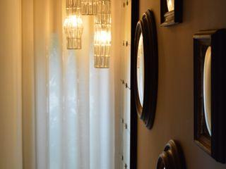 Upper Design by Fernandez Architecture Firm Klassischer Flur, Diele & Treppenhaus