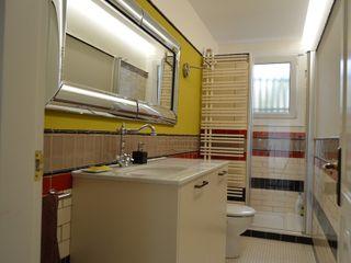 Upper Design by Fernandez Architecture Firm Ausgefallene Badezimmer