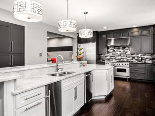 Main Line Kitchen Design Cozinhas ecléticas Quartzo Branco