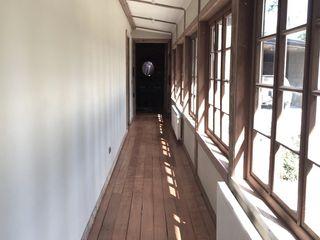 Diseño de Casa Las Delicias en Frutillar por RENOarq RENOarq Pasillos, halls y escaleras rústicos Madera Acabado en madera