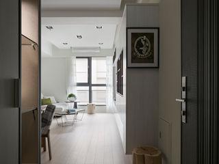 耀昀創意設計有限公司/Alfonso Ideas Scandinavian style corridor, hallway& stairs