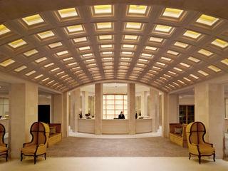 Hotel Adlon Berlin L-Plan Lichtplanung Klassischer Flur, Diele & Treppenhaus