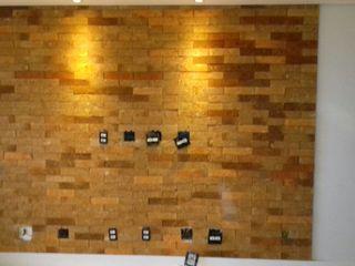 Rebello Pedras Decorativas Paredes y suelos de estilo moderno Ladrillos Naranja