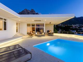 GSQUARED architects Minimalist house White