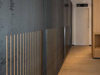 Scrigno: Casa al Portonaccio Roma 2017 Scrigno S.p.A. Unipersonale Ingresso, Corridoio & Scale in stile minimalista