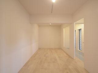 Exterior Room & Interior Room 関口太樹+知子建築設計事務所 モダンデザインの リビング 木 白色