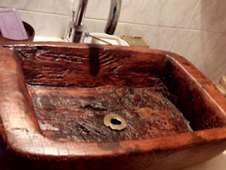 Lavabo in legno Restauro ligneo di arredi e opere d'arte , artigianato artistico BagnoLavabi Legno massello Marrone