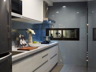 弘悅國際室內裝修有限公司 Кухня в стиле модерн Стекло Серый