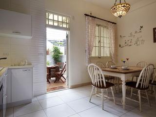 溫馨的餐廳,能有個露台的午茶區最棒了 弘悅國際室內裝修有限公司 Country style dining room Concrete White