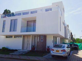 CONSTRUCTOR INDEPENDIENTE Minimalistische Häuser