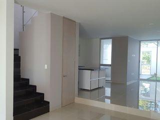 CONSTRUCTOR INDEPENDIENTE Moderne Wohnzimmer