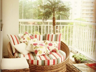 LVM Arquitetura Tropical style balcony, veranda & terrace