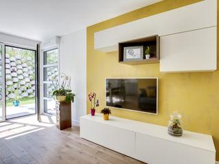 Un petit appartement optimisé et décoré ! ATDECO SalonMeubles télévision & multimédia Blanc