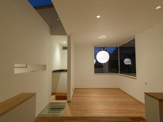 H2O設計室 ( H2O Architectural design office ) Ruang Keluarga Modern Kayu White