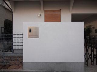 アトリエ スピノザ Modern houses Wood White