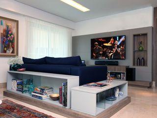 APT C&M 2014 Atelier Tríade Arquitetura Salas de estar clássicas