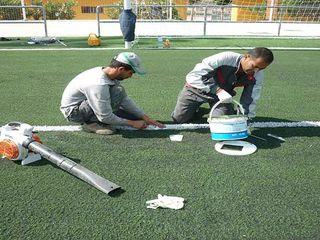Mantenimiento de césped artificial del campo de fútbol de Valencia Arturf (Césped Artificial) Paredes y suelos de estilo clásico