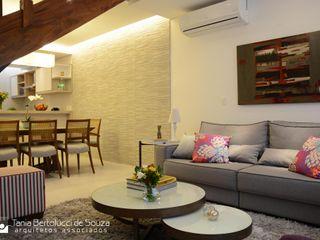 Residência ABP Tania Bertolucci de Souza   Arquitetos Associados Salas de estar modernas