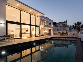 Home & Haus   Home Staging & Fotografía مسبح لانهائي